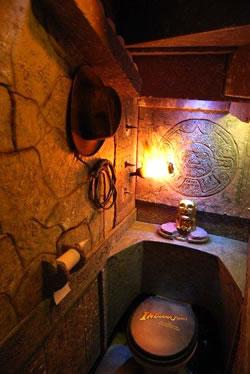 Toilettes Indiana Jones
