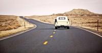 Une route -Auto - Voyage