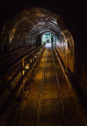 Tunnel - Train